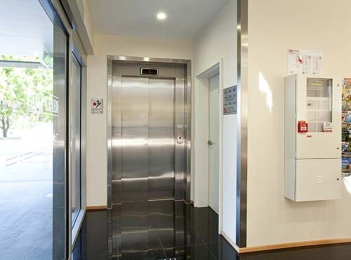 side elevator